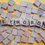 écrire du texte en utilisant les bons mots clés
